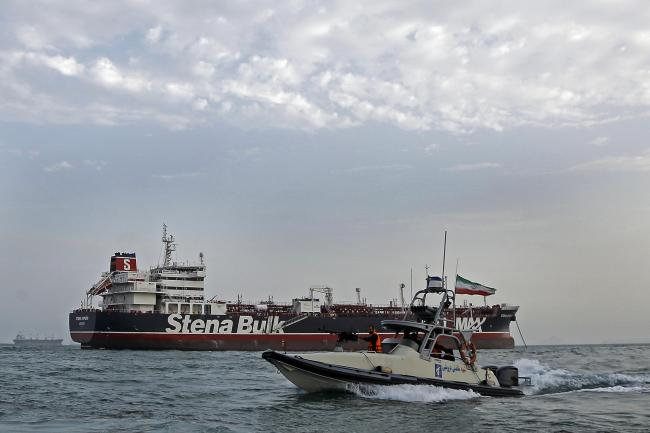 A speedboat from Iran's Revolutionary Guard moves around the Stena Impero tanker