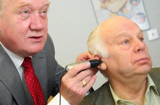 Yeovil Express: £5 FOR LEGION: Ted Garrett, hearing aid audiologist, gives Bill Bestford a hearing test