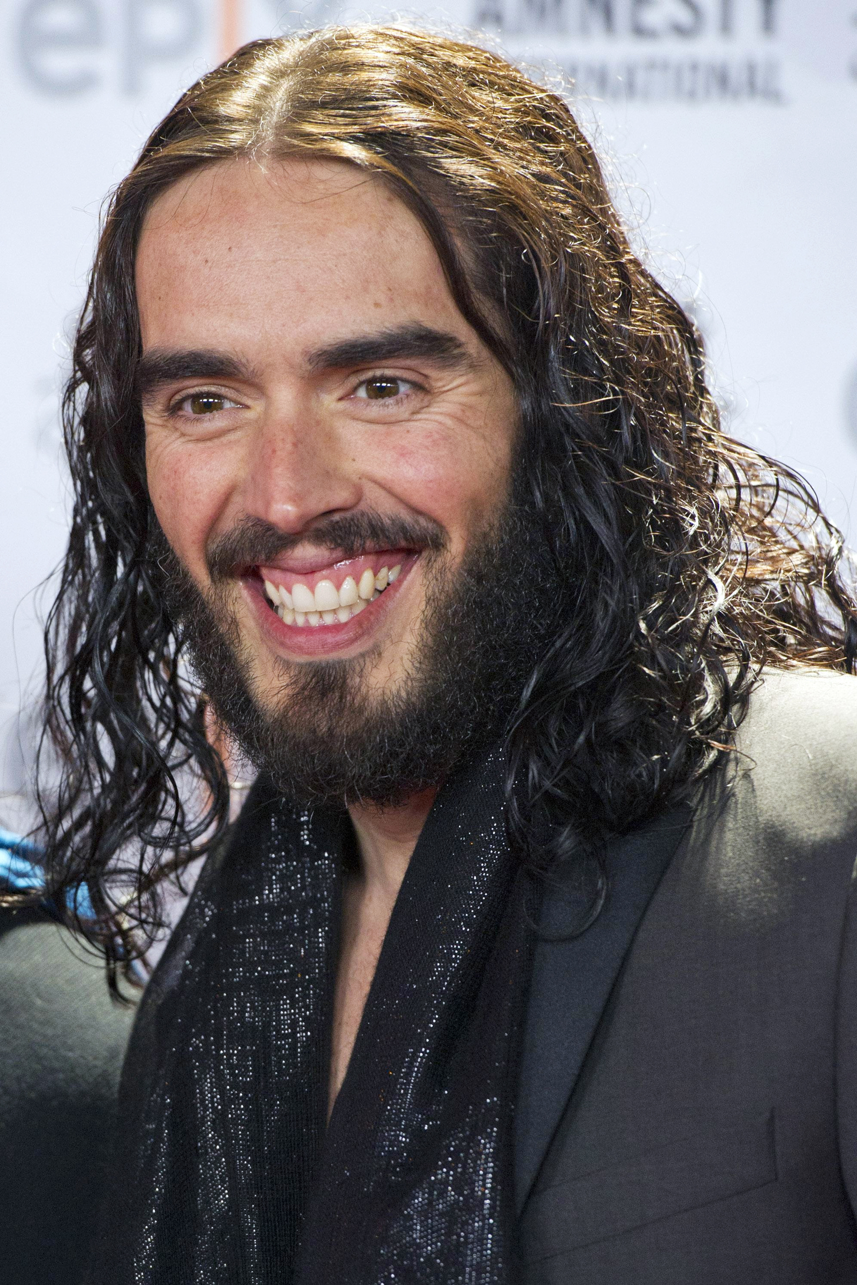 Yeovil Express: Russell Brand cancels Southend show due to illnesss