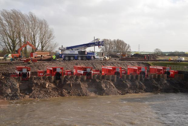PICTURE: Dutch pumps deal with floods on the Levels