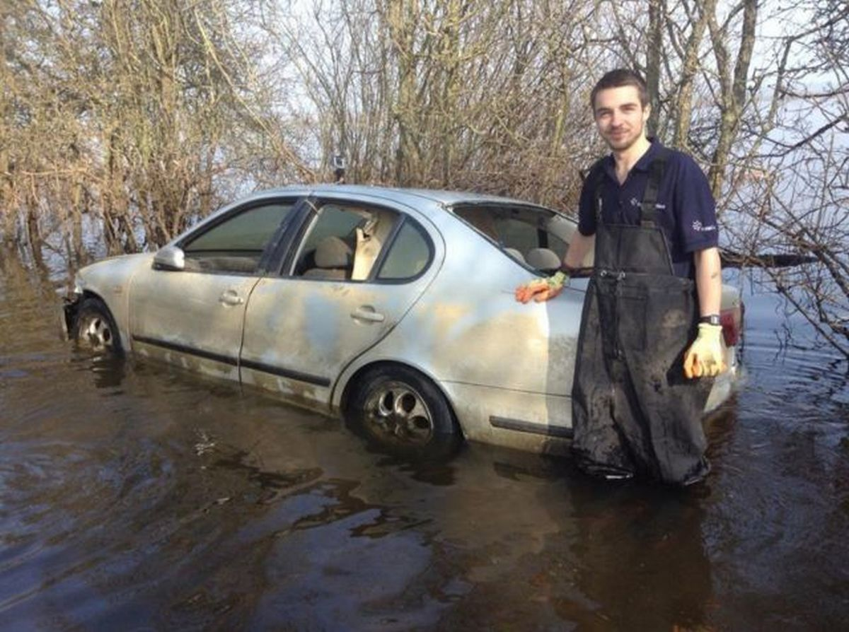 Flood car sold on eBay for over £100,000