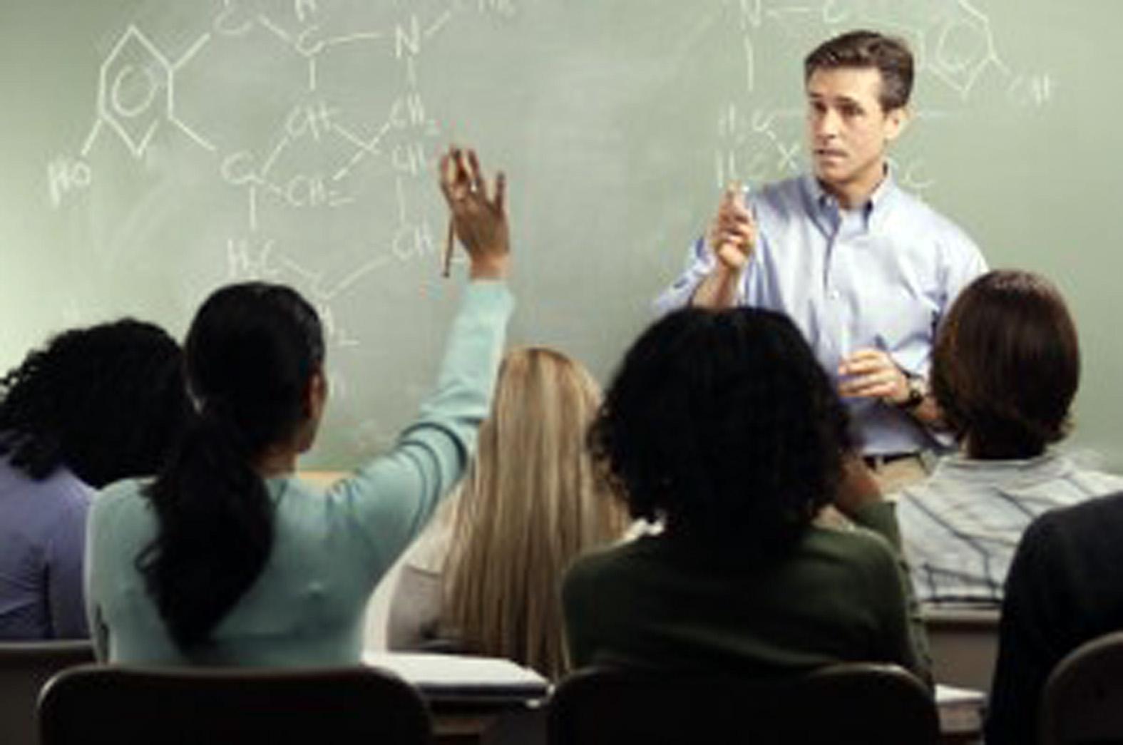 Преподаватель и студентка занимаются 5 фотография