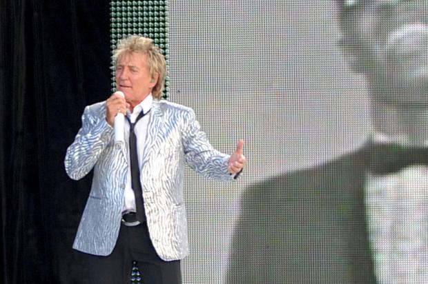 Rod Stewart gig raises £150,000 for St Margaret's Hospice