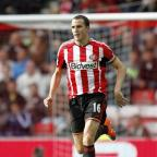 Yeovil Express: John O'Shea and the rest of the Sunderland squad have offered to refund fans the price of their tickets after Saturday's humiliating 8-0 defeat at Southampton